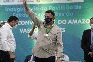 """Em mais uma ofensiva contra governadores, o presidente Jair Bolsonaro (sem partido) afirmou que o Exército pode ir """"para a rua""""."""