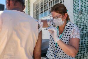 Os idosos com 61 anos ou mais podem procurar os polos de vacinação contra a covid-19