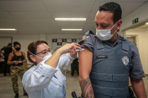 A primeira semana da vacinação contra a covid-19 em profissionais da área da segurança em Praia Grande alcançou número de destaque