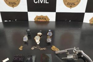 Arma usada no crime foi apreendida pelos policiais da 2ª Delegacia (Entorpecentes) da Deic da Baixada