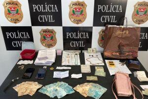 Os investigadores recuperaram dinheiro e joias no flagrante