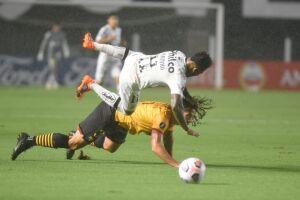 O Santos ainda perdeu Marinho, seu principal atacante, por contusão, a oito minutos para o fim