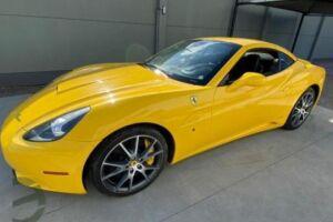 Uma Ferrari Califórnia modelo 2010 pode ser arrematada a partir de R$ 659,3 mil