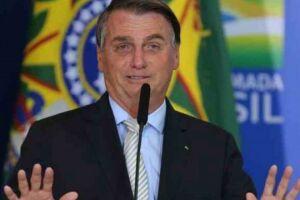Aos apoiadores, Bolsonaro afirmou que a proposta apresentada é