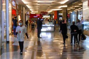 Shopping Center localizado na zona oeste da Capital