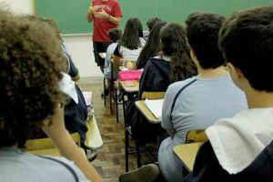 Segundo dados da ONU, existe uma estimativa de que uma em cada dez meninas perdem aula quando estão menstruadas.