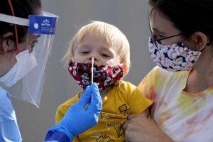 Passado um ano de pandemia, o vírus tem atacado, na mesma velocidade, crianças e adolescentes com idade até 15 anos