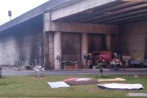 Acampamento montado por pessoas em situação de rua em São Vicente leva preocupação a moradores