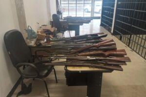 Idoso afirma que armas foram feitas após pedidos de clientes, mas não especificou os nomes