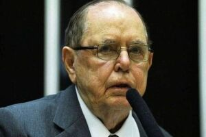O empresário e ex-deputado federal Camilo Cola morreu na noite deste sábado, 29, aos 97 anos, de causas naturais.