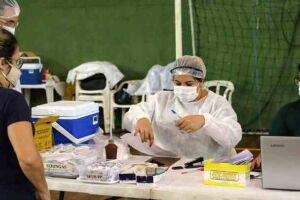 A Secretaria Municipal de Saúde segue, neste sábado (8) e domingo (9), vacinando os trabalhadores da Educação que atuam em Santos.