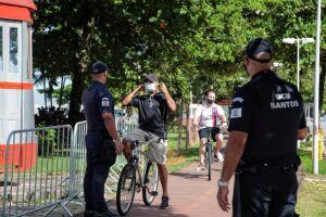 Fiscalização realizada pela Guarda Civil Municipal (GCM) na orla de Santos
