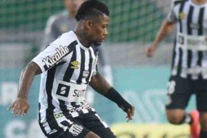Marinho saiu sentindo lesão muscular na partida.