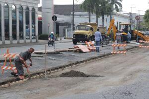 A Rua Braz Cubas e a Av. Washington Luís (ambas no sentido Centro/praia) ficarão interditadas para o trânsito de veículos, entre as ruas Lucas Fortunato e Carvalho de Mendonça, para a pavimentação