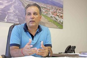 O prefeito de Peruíbe, Luiz Maurício (PSDB), alega também que proposta cria cargos e despesas ao Executivo