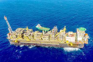 No total, foram produzidos 2,56 milhões de barris de óleo equivalente por dia