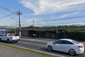 Ponto de ônibus onde o atropelamento ocorreu, na Avenida Martins Fontes