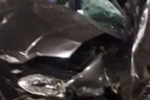 O acidente aconteceu na noite deste domingo (9). Não houve vítimas