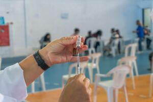 Santos aguarda o envio de uma nova remessa de vacinas para retomar a imunização das gestantes e puérperas com comorbidades