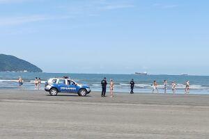 No total, 348 pessoas foram orientadas por estarem utilizando a faixa de areia de forma inadequada