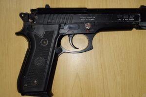 Foto ilustrativa de réplica de arma de fogo, como a usada no crime em Guarujá