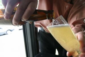 Prefeitura promove debate sobre aumento de consumo de álcool durante a pandemia