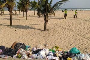 Foram recolhidas 158,73 toneladas de lixo na faixa de areia e calçadão