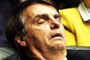 O presidente Jair Bolsonaro (sem partido) voltou a questionar, nesta quarta-feira (9), vacinas contra a Covid-19.