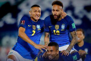 Neymar marcou um gol e deu uma assistência no jogo contra o Paraguai