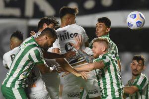 A sequência de vitórias do Santos foi interrompida por uma má atuação da equipe de Fernando Diniz