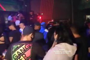 Festa clandestina foi encontrada por agentes durante blitze