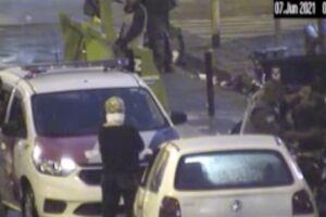 O carro foi identificado pelo monitoramento estacionado na Praça Iguatemi Martins