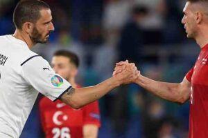 O primeiro tempo foi todo da Itália, que praticamente atuou os 45 minutos no campo turco.