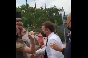 Macron foi esbofeteado por opositor durante visita a cidade francesa