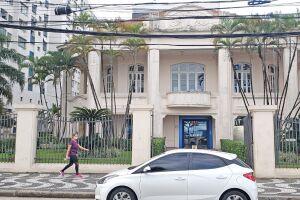 A prisão em flagrante ocorreu na agência da Caixa na Avenida Presidente Wilson, no Gonzaga