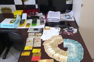 Policiais apreenderam várias anotações contendo CPFs de pessoas que foram vítimas recentemente de furtos ou estelionato