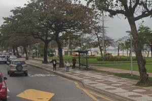 O ônibus trafegava pela Avenida Presidente Wilson, no sentido Ponta da Praia