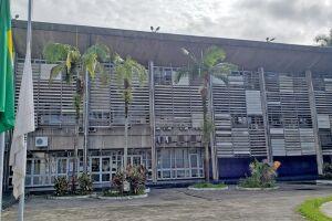 Após ato na Prefeitura de Cubatão, projeto entregará cartões ao invés de cestas básicas para que as pessoas possam comprar conforme a necessidade e, também, contribuir com o comércio do município