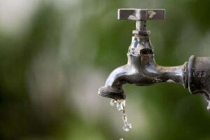 A diminuição da vazão de água, que antes começava às 23 horas, agora é feita a partir das 21 horas