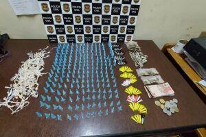 Os investigadores retiraram de circularam mais de 600 porções de drogas em ponto de tráfico