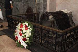 Considerado o Patriarca da Independência, José Bonifácio teve seus 258 anos lembrados neste domingo (13), com a deposição de flores no Panteão dos Andradas