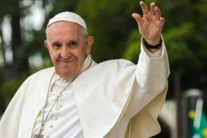 A recuperação do papa Francisco, após passar por uma cirurgia intestinal, está ocorrendo normalmente