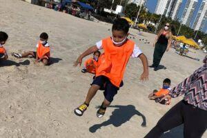 De forma lúdica, a Olimpíada na praia mobilizou professores, direção e inspetores da Unidade