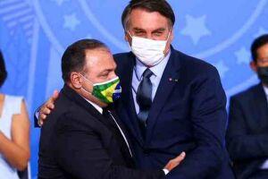 O ex-ministro da Saúde, Eduardo Pazuello, ao lado de Bolsonaro.