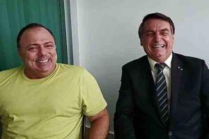 Pazuello ao lado de Bolsonaro, em live.