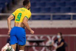 Matheus Cunha comemora seu gol.