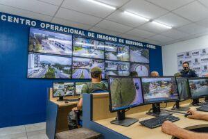 As imagens são exibidas simultaneamente em tempo real, nos monitores de LED de 55 polegadas