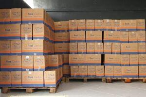 A diretoria de Esportes e o Fundo Social de Solidariedade (FSS) receberam as cestas, que serão distribuídas pelo FSS a quem mais precisa