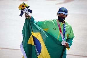 Kelvin Hoefler, do skate, ganhou a primeira medalha do Brasil nos Jogos de Tóquio