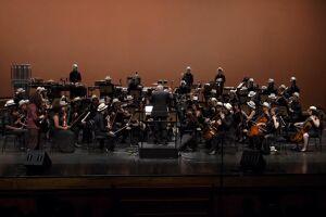 Orquestra Tom Jobim apresenta clássicos do rock no Theatro São Pedro